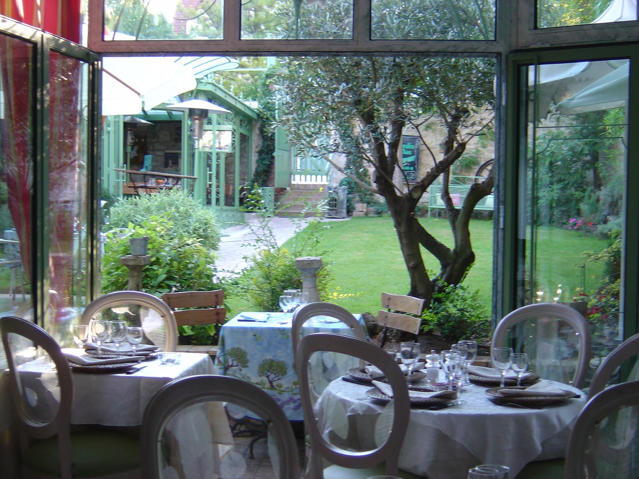 Resto rueil malmaison 92 perfect okko hotels paris - Restaurant le jardin du lavoir aux herbiers ...
