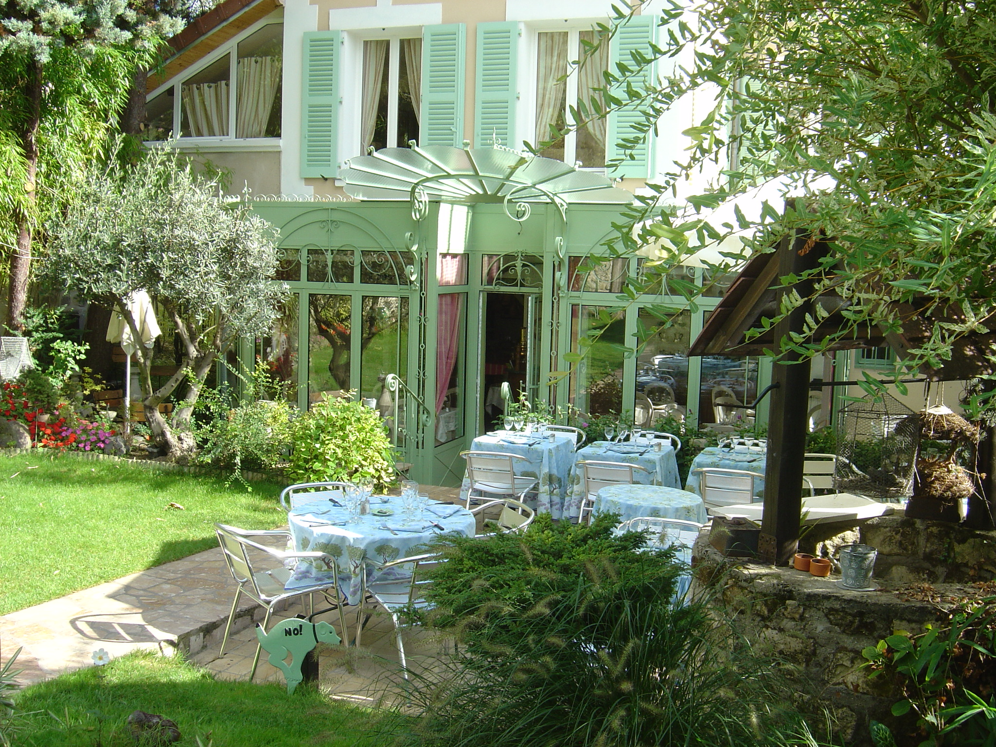Restaurant le jardin clos rueil malmaison restaurant for Jardin lee menu